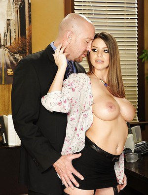 Hardcore fuck of a beautiful pornstar Brooklyn Chase in hot stockings