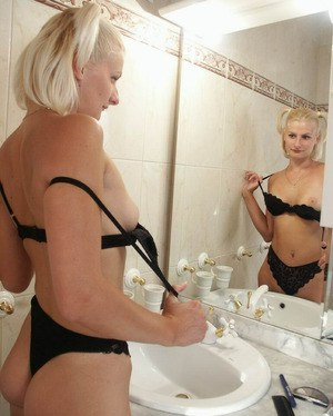 Astounding amateur babe Julia Dolphin is posing naked in a bathroom