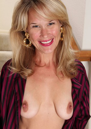 Stunning skinny blondie Katherine Jackson is showing her saggy tits