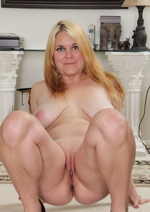 Undressing session with a horny milf blondie Lindsay Jackson