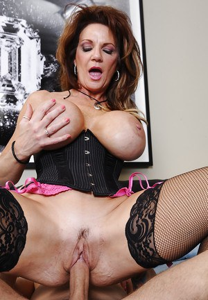 Hardcore sex scene featuring a marvelous milf wife Deauxma