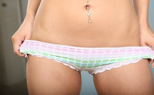 Amateur brunette teen Gracie Glam with alluringly beautiful holes
