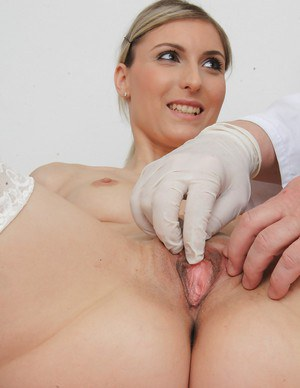 Tall and sexy babe in stockings Aneta visits doctor for gyno fetish