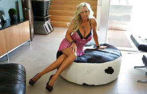 Mesmerizing blonde wife Sandra Otterson with fantastic curvy lines