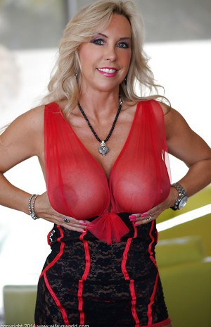 Buxom milf Sandra Otterson and her mesmerizingly sweet treasures