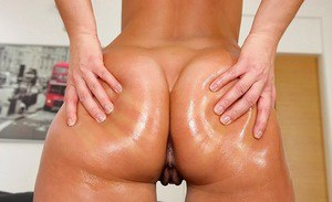 Oiled babe with delicious ass Linda Ray prefers working with her sissy