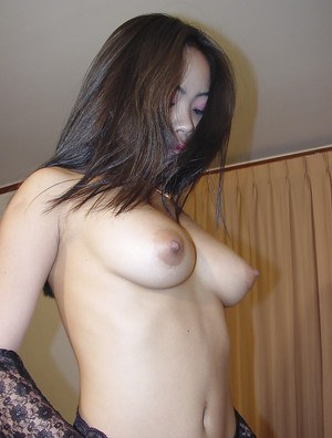 Slutty Asian babe Yuyi posing in stockings and jilling really hard