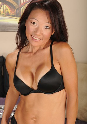 Skillful Asian milf Natsuko Kurosawa fingering snatch on camera
