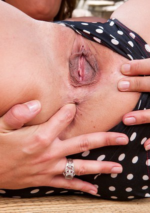 Booty flapper Elexis Monroe fingering shaved snatch all the time