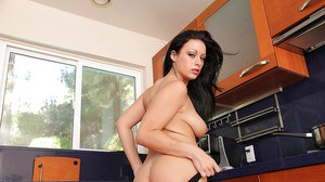Angelica Raven prefers cooking and masturbating at the same time