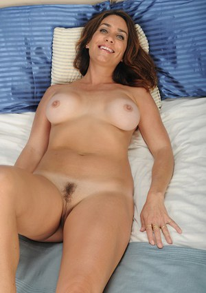 Big tits brunette milf Casey is showing her natural boobies
