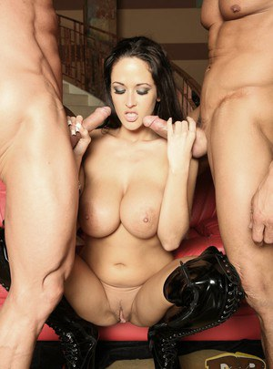 Fatty milf Carmella Bing having her tight mouth pounded hard