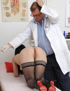 Super hot gyno babe Greta is having her pussy checked in black stockings