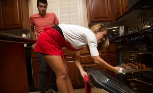 Dreamy wife Nicole Aniston gets nailed by her new friend in kitchen