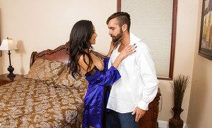 Chloe Amour loves to bang with guy who have delicious wieners