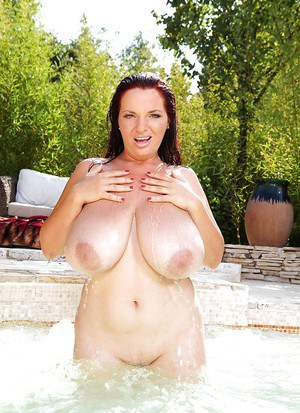 Clothed chick Joanna Bliss is all wet and horny after a swim