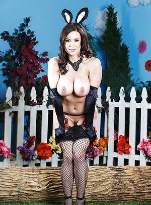 Slender milf Kendra Lust enjoys showing off in her cosplay outfit
