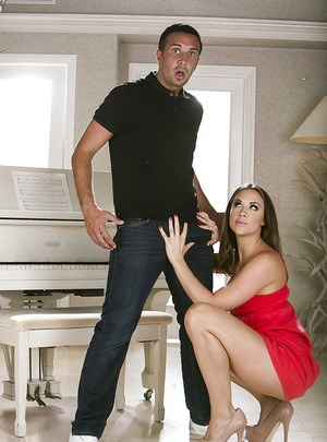 Reality girl Chanel Preston is sucking big cock of her boyfriend
