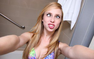 Sexy babe Taylor Whyte is taking selfies in her bathroom while naked