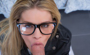 Jessa Rhodes loves swallowing her boyfriend's yummy pecker