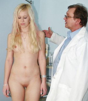 Pretty blonde Kristyna spreading vagina in front of her doctor