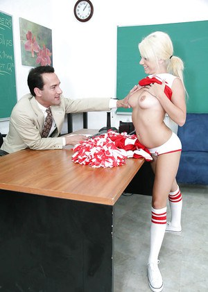 Awesome cheerleader Tessa wants a good pussy lick with panties off