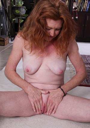 Mature bitch Veronica Smith shows big nipples and shaved pussy