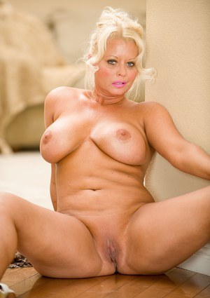 Fatty mature babe Roxie Doll is showing these big tits and huge ass
