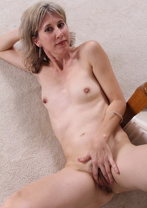 Mature slut Olive has a deep hairy pussy to spread and masturbate
