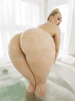 Huge ass blonde AJ undressing and spreading that ass in the bath