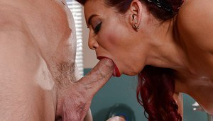 Milf housewife Ryder ready to five a stunning blowjob and drink that cum