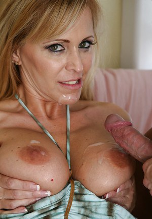 Big tit blonde with a pretty face and wet pussy is giving a blowjob