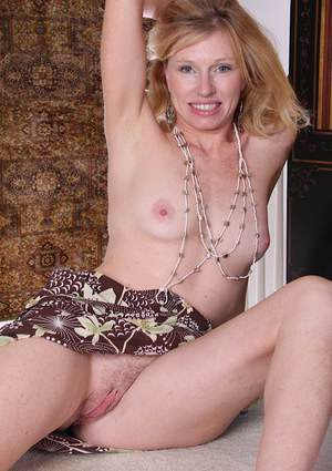 Nice blonde mature bitch with tiny tits Holly spreading her pussy