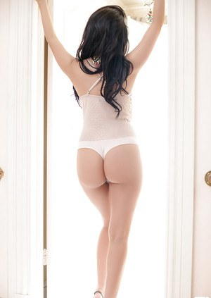 Big ass brunette babe Rachel posing for a centerfold and showing body
