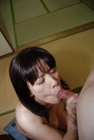 Nasty mature milf Yumiko gives blowjob and gets fucked hardcore