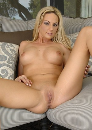 Tight pussy blonde babe Sindy undressing that stunning body