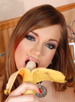 Foot fetish loving girl Kyla having a sexy time with a bananna