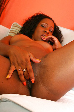 Jolly ebony Ms Platinum showing sexy forms and fingering pussy