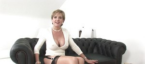 Lady Sonia is having an wild masturbation time with her machine