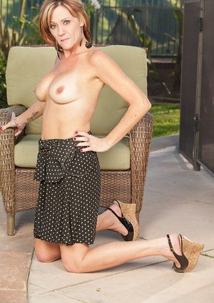 Mature whores can still be fresh and sexy like Felicity Rose