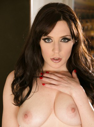 Samantha Bentley is revealing her astounding ass and big tits in a stockings