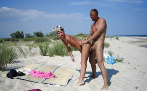 Homemade beach fuck of a sexy girlfriend and her horny boyfriend