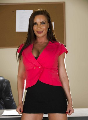 Office babe with big tits Diamond Foxxx is demonstrating her mature ass