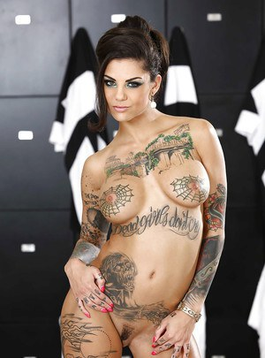 Tattooed brunette Bonnie Rotten is teasing her big tits on camera