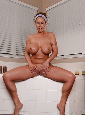 Marvelous milf Eva Notty is taking a hot bath while all alone and oiled
