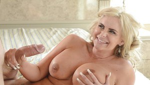 Fatty milf blonde Phoenix Marie has her big tits and pussy licked out
