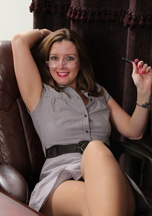 Close up posing in the office from an mature babe Deliliah Stevenson