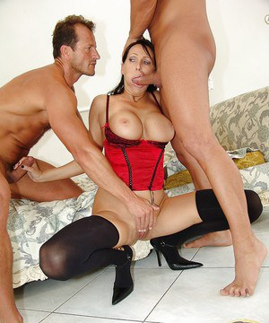 Kinky milf Mandy Bright fucking two handsome men at the same time