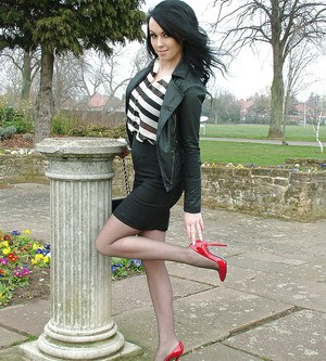 Brunette slut Chery is doing some non nude posing outdoor in her yard