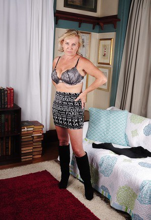 Big tits mature Nicole is showing off in her favorite boots
